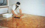 <b>How to Clean Laminate Wood Floors</b>