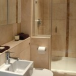 Tenere al caldo in casa small bathroom design for elderly Small bathroom remodel for elderly