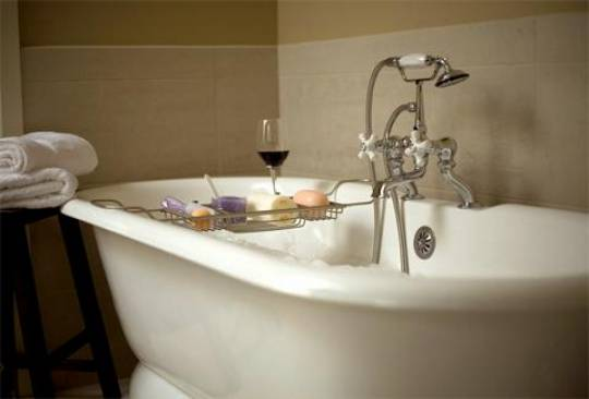 The Benefits of Soaking Tubs for Small Bathrooms