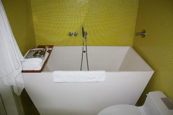 Deep Bathtubs For Small Bathrooms Tubs For Small Bathrooms Small