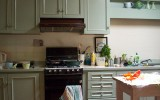 <b>Simple and Easy Kitchen Makeovers</b>