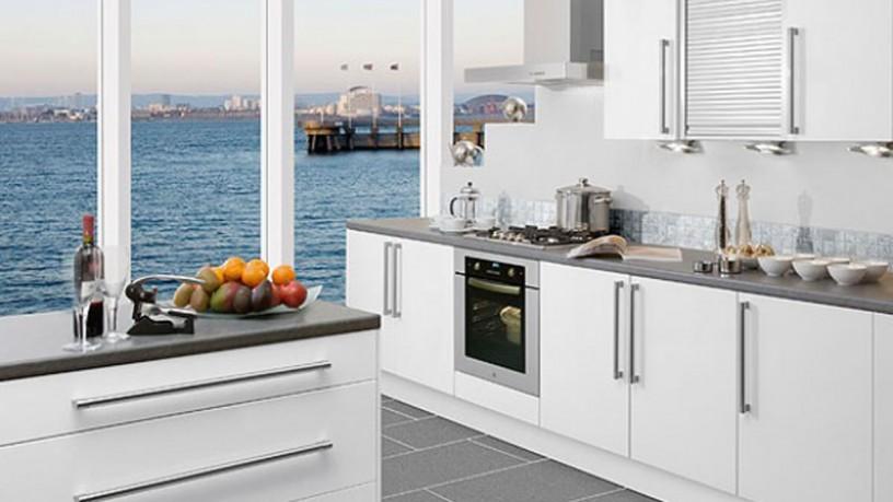 Classic white kitchen decor
