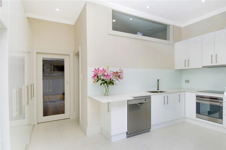 designer white kitchen     classic white kitchen  2721   rh   sweethomedesignideas com