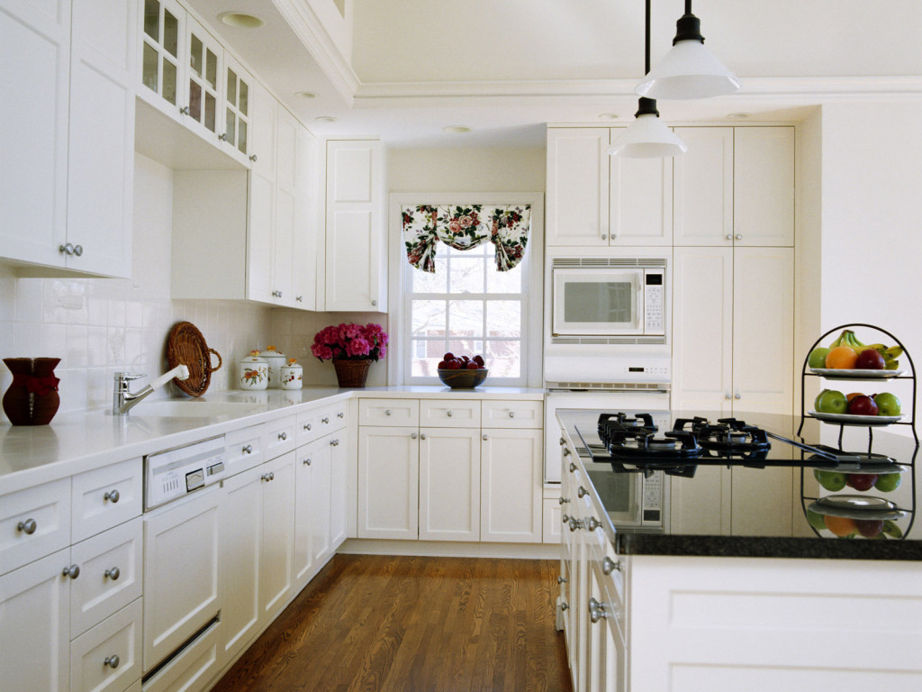 Simple white kitchen cabinets 2732 for Kitchen design white