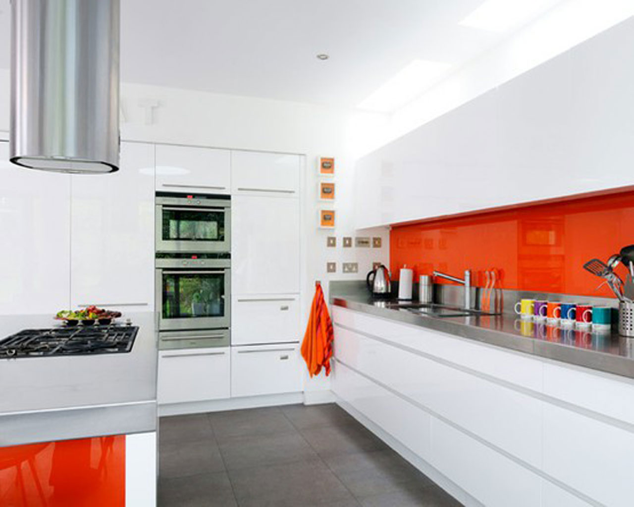 White and orange kitchen 2739 for Colour choice for kitchen